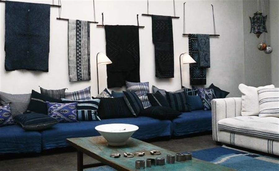 8 prussian_blue_interior_design_home_decorating_ideas_colorful_apartment_niebieskie_wnetrza_forelements_blog