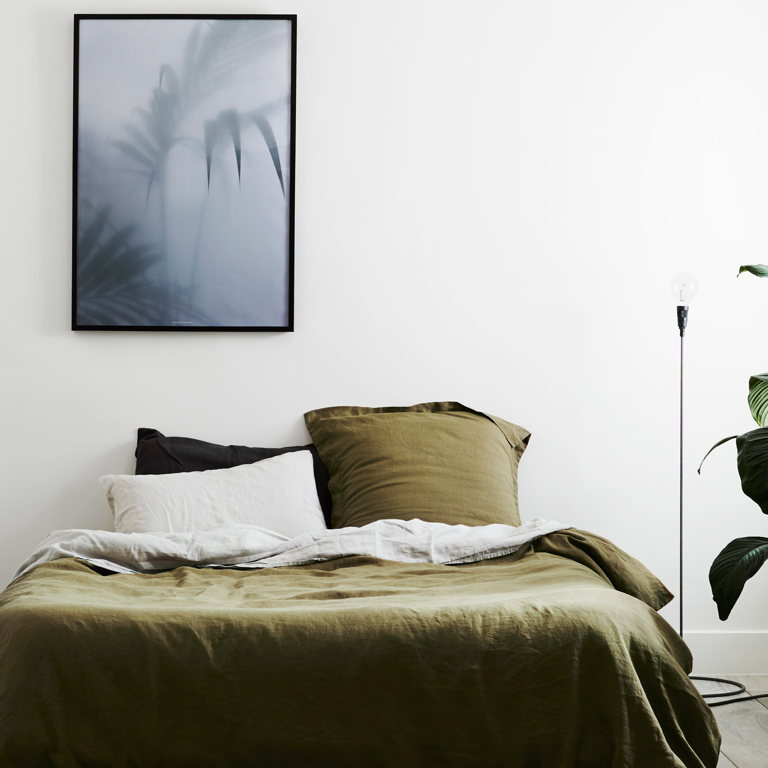 2 worlds_ugliest_color_opaque_couche_pantone_448C_interior_design_wall_painting_home_decorationg_ideas_forelements_blog