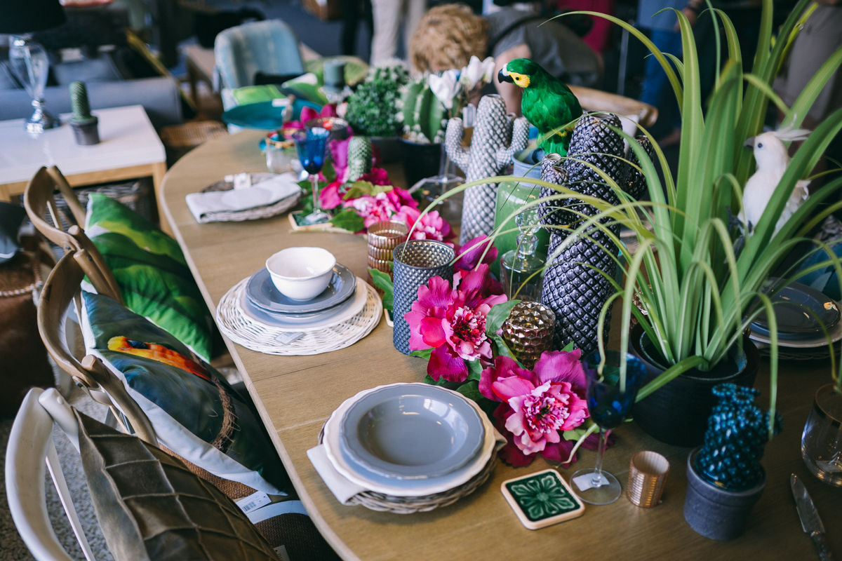 1 summer_decor_ideas_table_setting_exotic_style_floral_pattern_Interior_design_stol_pomysly_na_lato_forelements_blog