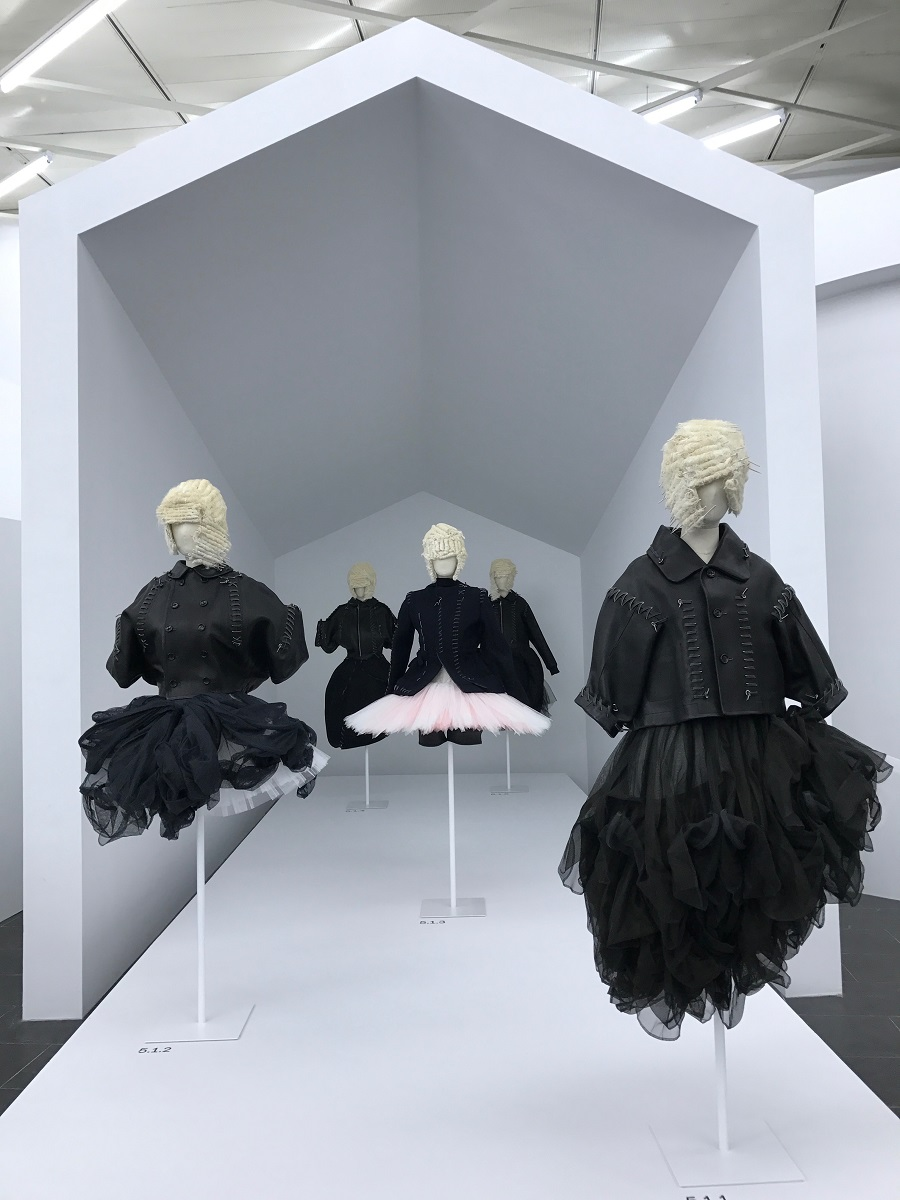 16 rei kawakubo comme des garcons art of the in between high low forelements blog